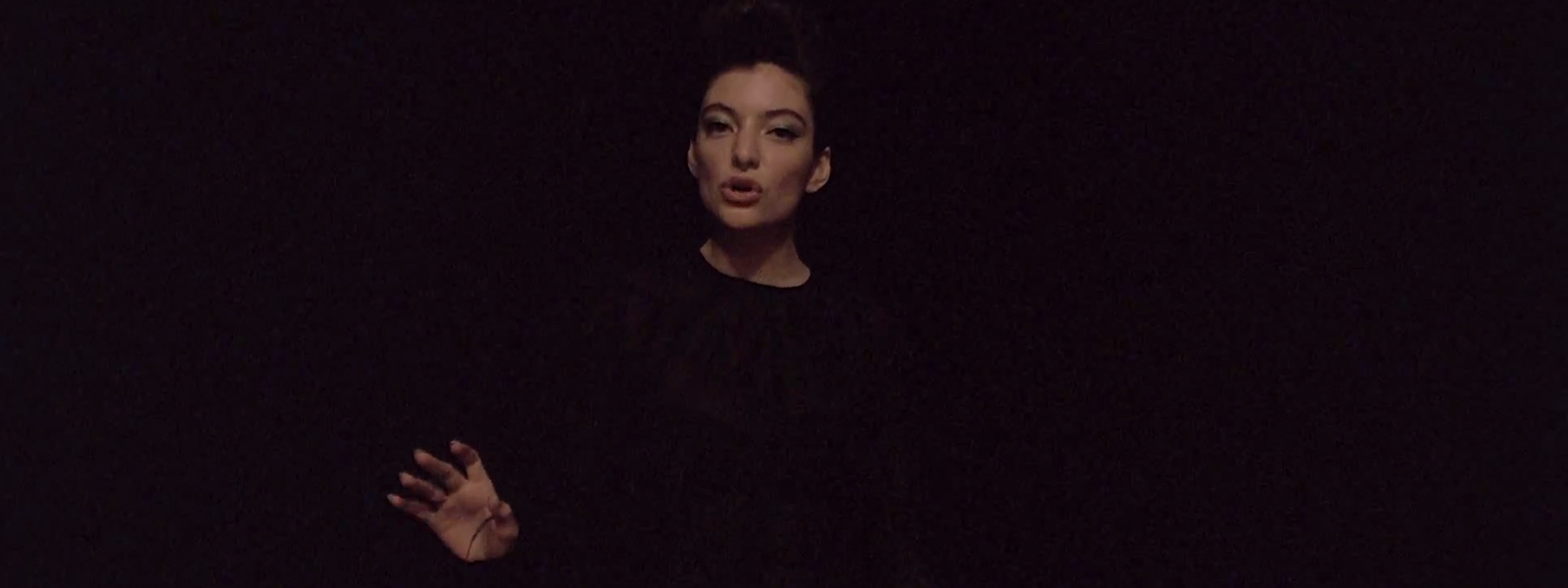 Lorde – Yellow Flicker Beat <br> (Hunger Games)