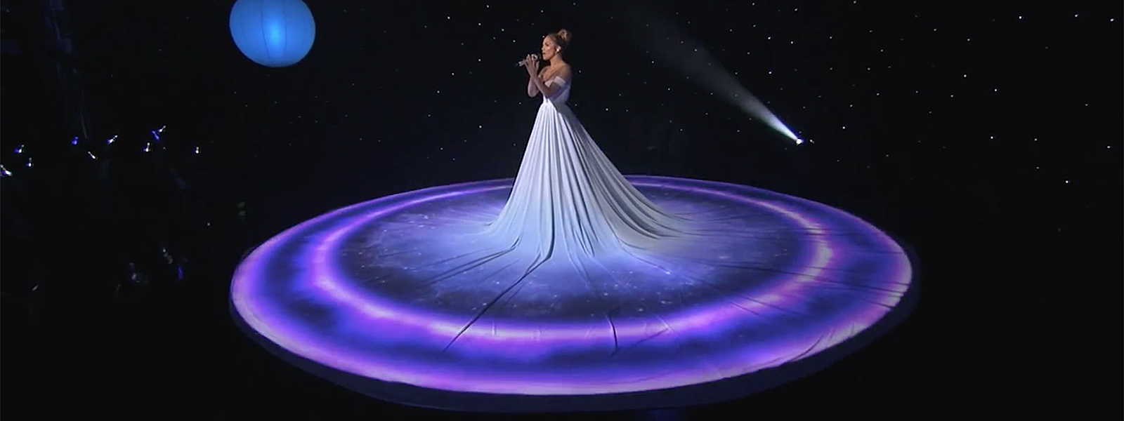 Jennifer Lopez – Feel the Light (American Idol XIV)